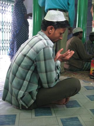 Muslim_man_at_prayer