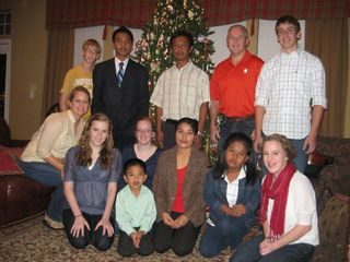 Volunteers-with-Refugees-Christmas-20113